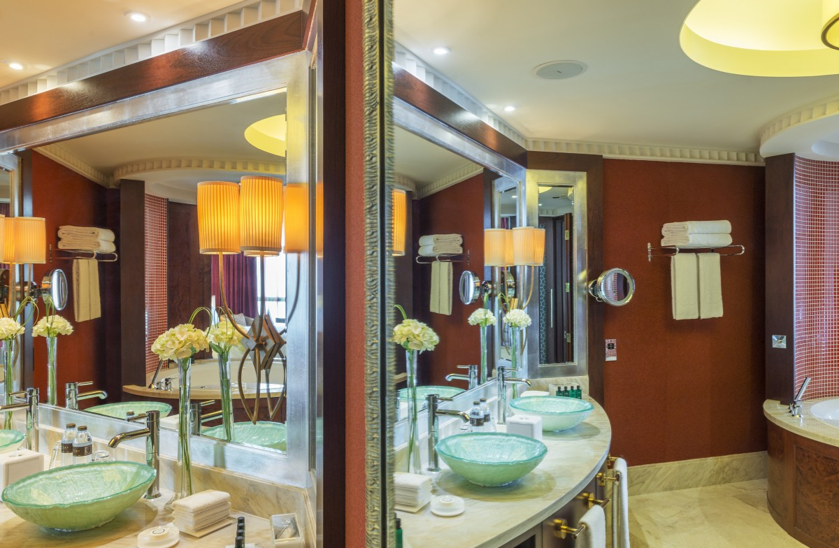 Sofitel dubai jumeirah beach imperial suite bathroom for J b bathrooms wimborne